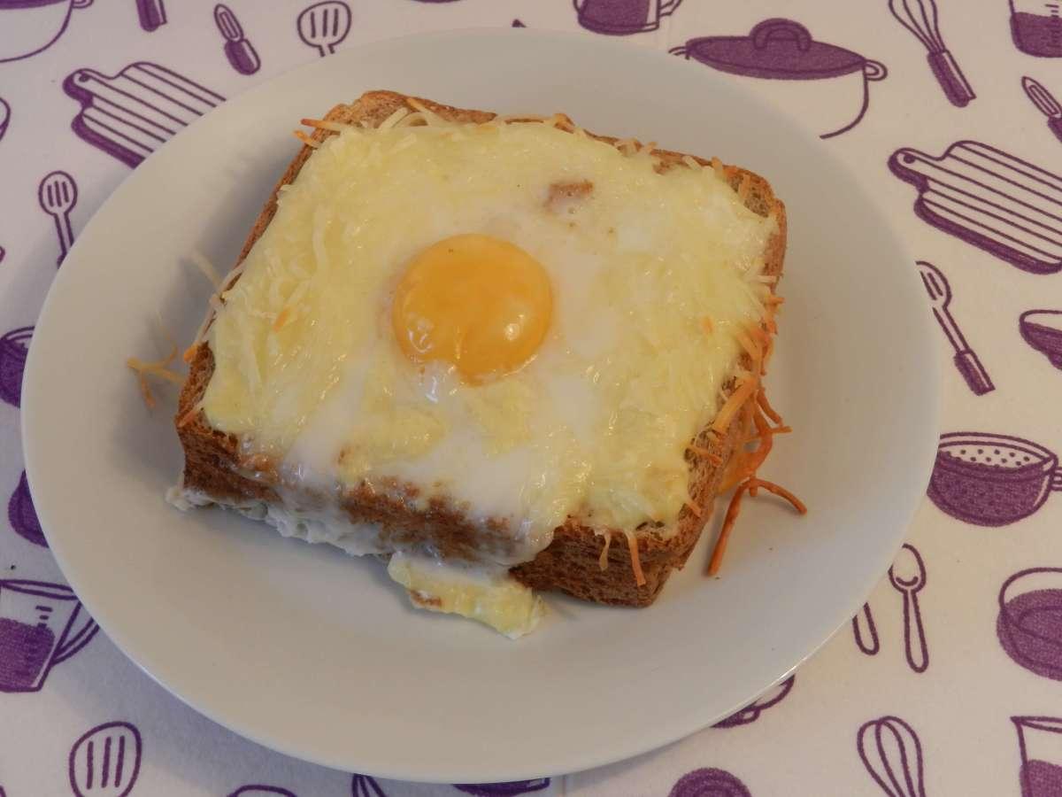 Frühstückstoast mit Milchsoße